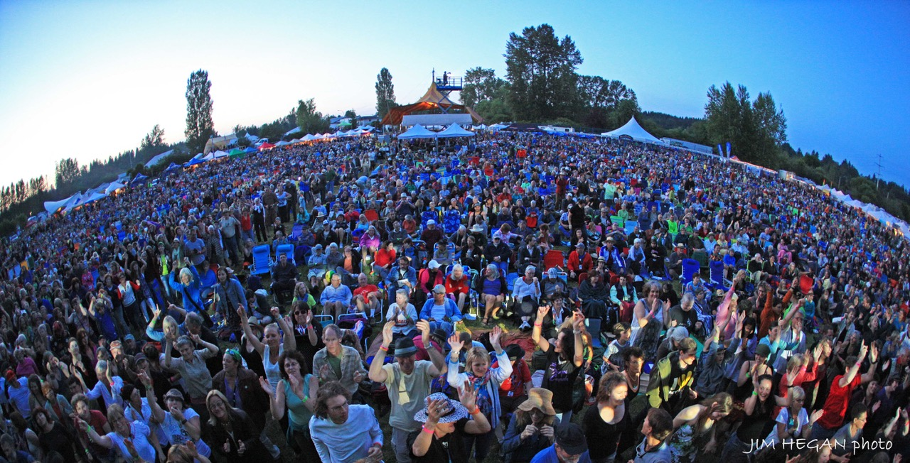 panoramic view of audience at mainstage Vancouver Island Musicfest